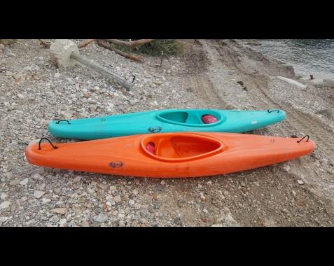 Kayaks  Simple DAG MADGIC POLO